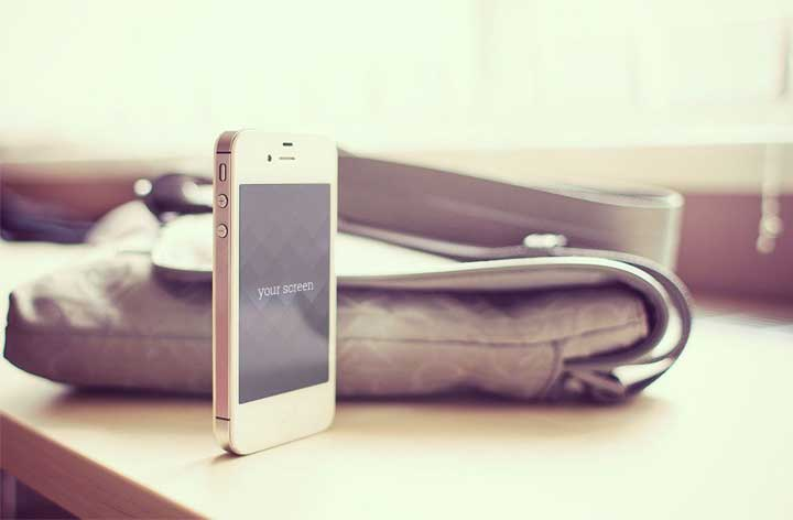 Free-Photorealistic-iPhone-Mockup-Templates-by-Oxygenna