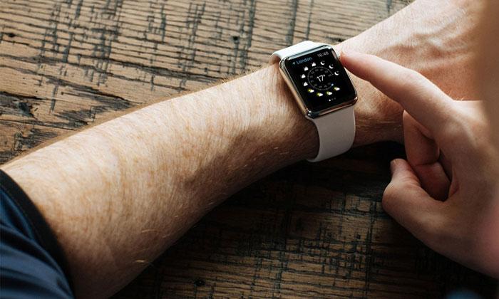 Apple-Watch-Mock-Up.jpg1